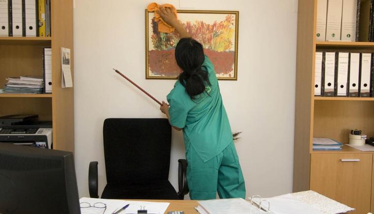 Compañías de servicios de limpieza en España aumentan sus facturas